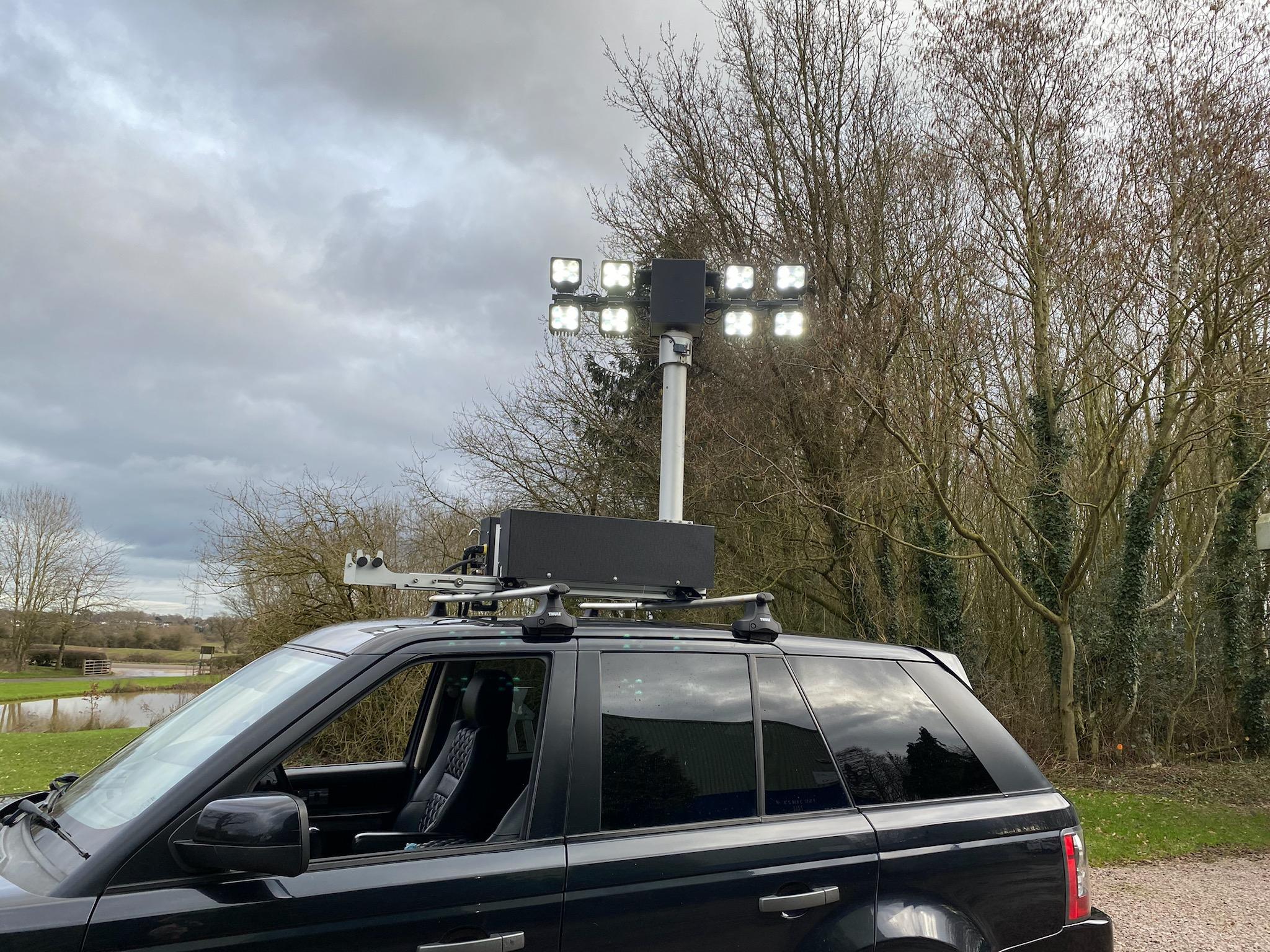 Automatic telescopic vehicle mounted lighting mast